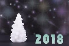 Vela branca sob a forma de um tre do Natal imagem de stock
