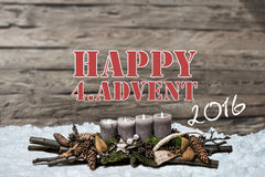 A vela cinzenta ardente do advento 2016 da decoração do Feliz Natal borrou o englisch 4o da mensagem de texto da neve do fundo Foto de Stock Royalty Free