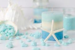 Vela com sal dos termas da estrela do mar e da terapia do aroma Imagens de Stock Royalty Free