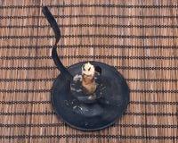 Vela de la cera de la abeja en candelero del vintage Fotografía de archivo