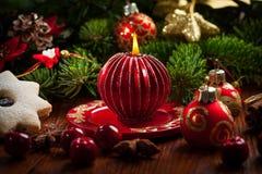 Vela de la Navidad con las galletas Imagen de archivo
