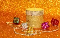 Vela de la Navidad y caja decorativa Fotos de archivo libres de regalías