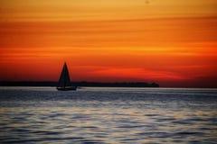 Vela de la puesta del sol fotos de archivo libres de regalías