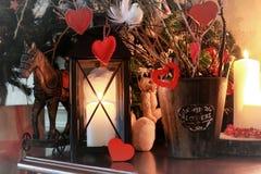 Vela de la rama de la decoración del corazón de la tarjeta del día de San Valentín Fotografía de archivo