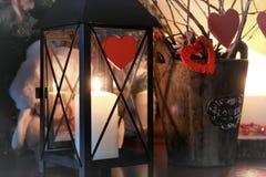 Vela de la rama de la decoración del corazón de la tarjeta del día de San Valentín Imagenes de archivo