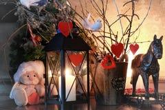 Vela de la rama de la decoración del corazón de la tarjeta del día de San Valentín Imagen de archivo