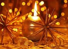 Vela de oro de la Navidad Imágenes de archivo libres de regalías