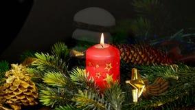 Vela de queimadura e bolo alemão Pfeffernuss do Natal vídeos de arquivo