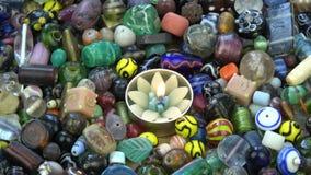 Vela decorativa de la forma ligera del loto en fondo indio colorido de las gotas
