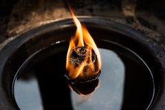 Vela del aceite en un templo budista Foto de archivo libre de regalías