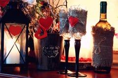 Vela del corazón de la tarjeta del día de San Valentín del cristal de botellas de vino Fotos de archivo