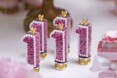 Vela del cumpleaños que celebra la conmemoración de 1 año Imagen de archivo libre de regalías