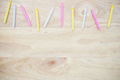Vela do aniversário colocada na madeira Imagem de Stock