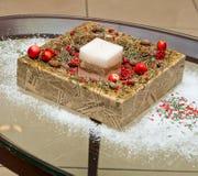 Vela do Natal, ramo do abeto e decoração ardentes decorativos Foto de Stock Royalty Free