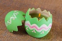 Vela do ovo da páscoa, chama Fotos de Stock Royalty Free