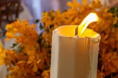 Vela e flor Imagens de Stock Royalty Free
