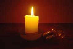 Vela e lâmpada ardentes Fotografia de Stock Royalty Free