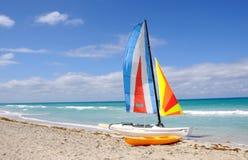 Vela e praia Imagem de Stock Royalty Free