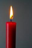 Vela encendida roja Fotos de archivo libres de regalías