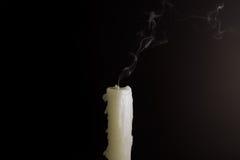 Vela extinta e o fumo dele Fotos de Stock
