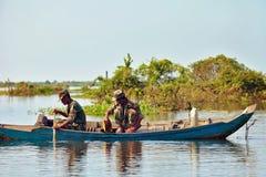 Vela militar camboyana en un barco Imágenes de archivo libres de regalías