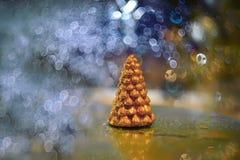 Vela pequena da árvore de Natal do ouro Foto de Stock