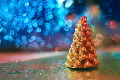 Vela pequena da árvore de Natal do ouro Fotografia de Stock Royalty Free