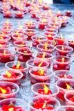 Vela roja en el templo chino Fotos de archivo libres de regalías