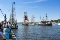 Vela Rostock de Hanse de las naves que desfila Imagenes de archivo