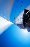 Vela sobre el cielo azul Imagen de archivo libre de regalías
