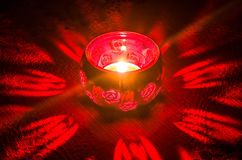 Vela vermelha na escuridão Foto de Stock Royalty Free