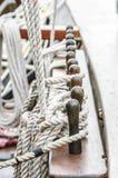 Vela y aparejo de la cuerda Fotos de archivo libres de regalías