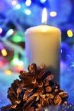 Vela y conos de la Navidad Imagen de archivo