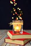 Vela y libros, sueños, amor, magia Imagen de archivo libre de regalías