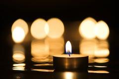 Vela y luz de una vela Imagen de archivo libre de regalías
