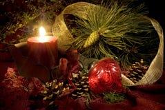 Vela y ornamento de la Navidad Fotos de archivo