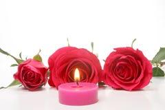 Vela y rosas rojas Fotografía de archivo libre de regalías