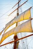 Velas altas do navio foto de stock
