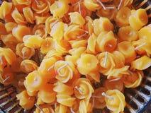 Velas amarelas para a decoração Imagens de Stock Royalty Free