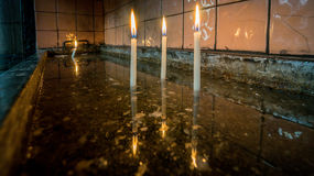 Velas ardentes sagrados na igreja na igreja de Antoine de Saint em Taksim Fotografia de Stock