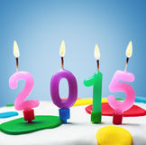 Velas ardientes con el símbolo del Año Nuevo 2015 Fotos de archivo libres de regalías
