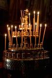 Velas ardientes de la capilla Imagen de archivo