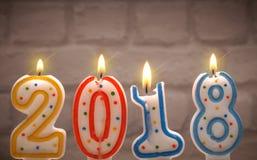 Velas ardientes del Año Nuevo con 2018 Fotos de archivo