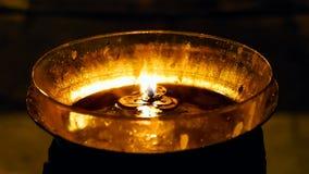 Velas ardientes en la iglesia de Santo Sepulcro Foto de archivo