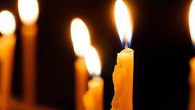 Velas ardientes en la iglesia de Santo Sepulcro Imagen de archivo libre de regalías