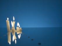 Velas ardientes en un miror Fotografía de archivo libre de regalías