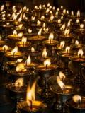 Velas ardientes en un templo Imágenes de archivo libres de regalías