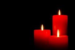 Velas ardientes rojas para la Navidad Fotografía de archivo libre de regalías