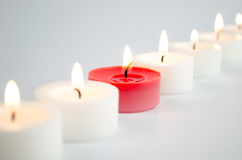 Velas blancas y rojas Fotos de archivo libres de regalías