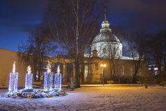 Velas católicas del advenimiento en la ciudad de Daugavpils Imagen de archivo libre de regalías